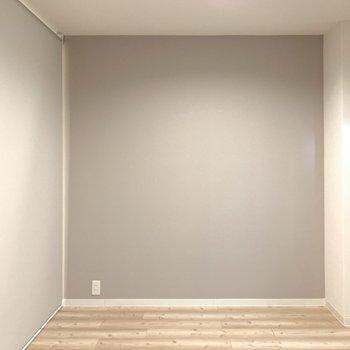 洋室は必要に応じてロールカーテンで仕切れるようになってます!