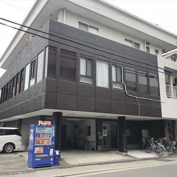 1階部分は事務所になっています。