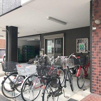 駐輪場は事務所の前に。