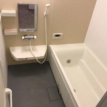 広い浴槽で快適バスタイム♪