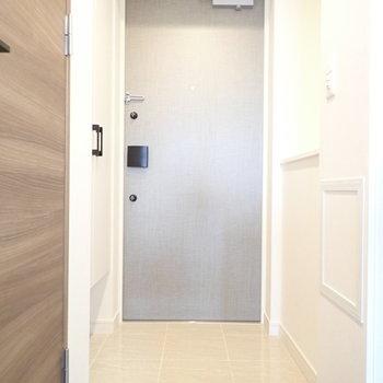 玄関右手にはカウンターもありました ※写真と文章は10階同間取り別部屋のものです。細部は異なることがあります。