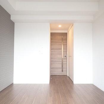 大人っぽい内装です!※写真と文章は10階同間取り別部屋のものです。細部は異なることがあります。