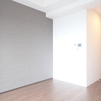 黒い家具を置いても似合いますね! ※写真と文章は10階同間取り別部屋のものです。細部は異なることがあります。