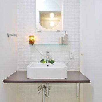 愛らしい造作の洗面台♪(※写真は10階の同間取り別部屋のものです)