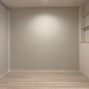 洋室は必要に応じてロールカーテンで仕切れるようになってるんです!