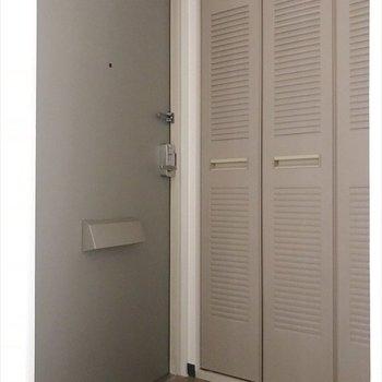 玄関は十分な広さの玄関で、楽しくお出かけ♪