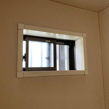 でも小窓があって湿気が逃がせますよ〜