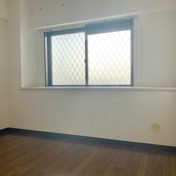 【洋室】北向きのお部屋ですが、、、明るい!