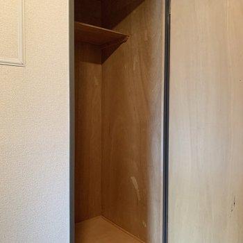 廊下にも1つ収納がありますよ。