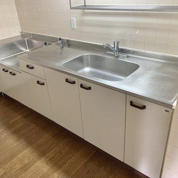 【LDK】調理スペースも広々!お料理が捗りそうです。