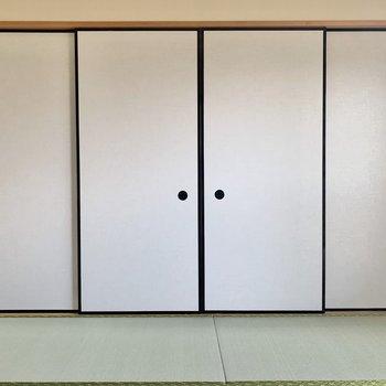 【和室】和室側から見るとまるで襖!雰囲気にぴったり合います。