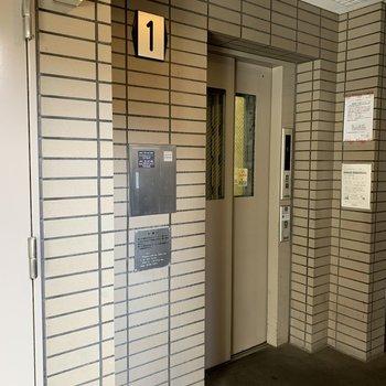 奥行きのあるエレベーターでした。