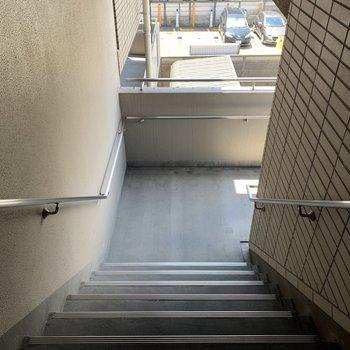 階段も広め。