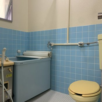 トイレとお風呂は一緒の空間にあります。