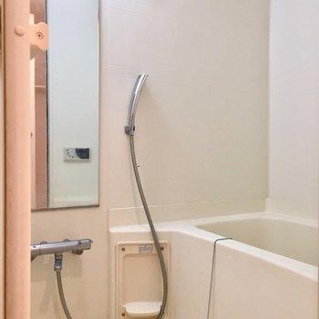 雨の日の味方、浴室乾燥機付きです。※写真はクリーニング前のものです