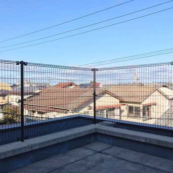 【3F】住宅街の上の青空を、独り占めしているような気分。