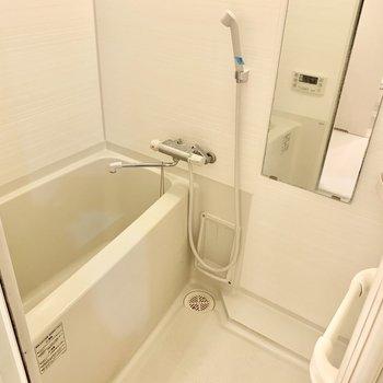 お風呂はこれからの時期に嬉しい浴室乾燥機付き◎