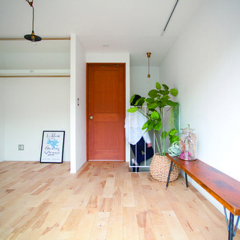 【2階洋室】洋室が2部屋、それぞれ寝室や作業部屋に十分なスペースです。