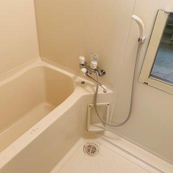 浴室はシンプルな清潔感