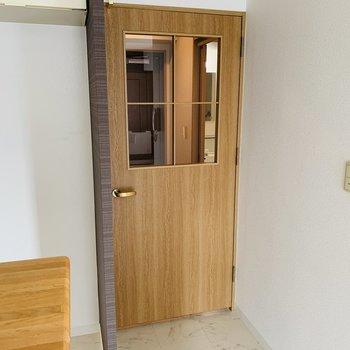 玄関〜洋室への扉が素敵