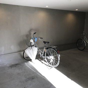 駐輪場は屋内に