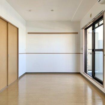 【LDK】腰高のラインに合わせて家具を設置したいですね。