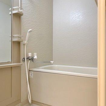 浴室はシンプルですがゆとりが感じられました。