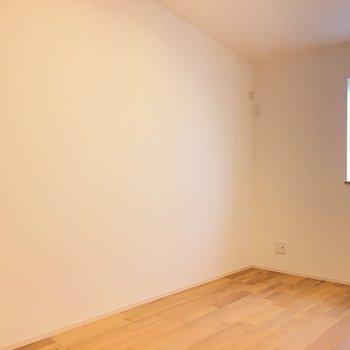 2つ目のお部屋です。※写真は反転間取り別部屋のものです