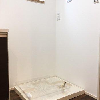 洗濯機置き場も室内に。※写真は反転間取り別部屋のものです