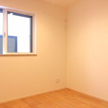 3つ目のお部屋です。※写真は反転間取り別部屋のものです