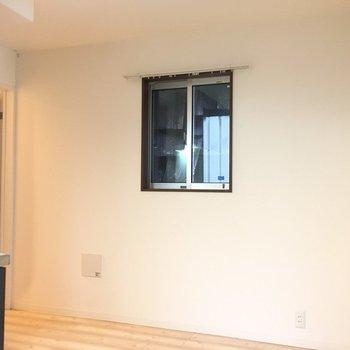 キッチンにも窓がこちらに2つ。