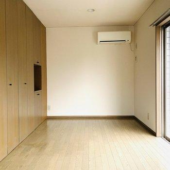 大きな収納が、玄関からお部屋を隠してくれます