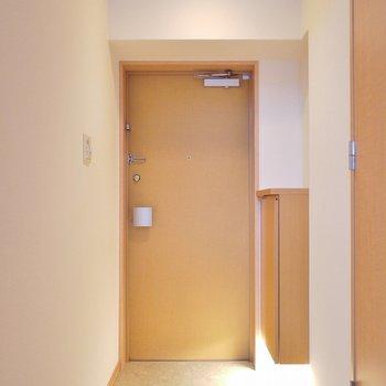 ゆったりとした玄関。シューズBOXも付いてます。※写真は9階部分の別室です。