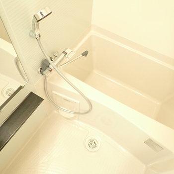 シャワーヘッドは大きめに感じました!※写真と文章は10階同間取り別部屋のものです。細部は異なることがあります。