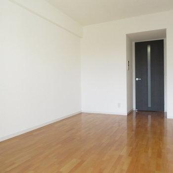 壁面が多いのもgood。※写真は10階同間取り・別部屋のものです。
