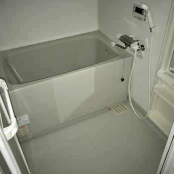 お風呂は追い焚き機能付きです!(※写真は6階の反転間取り別部屋、通電前のものです)
