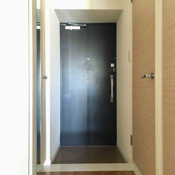 玄関ゆったりしています。(※写真は6階の反転間取り別部屋のものです)