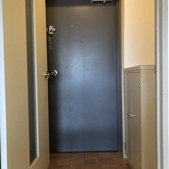 玄関もゆとりのある空間です。