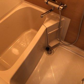 お風呂場は広めで快適に使えます。