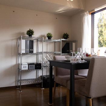 【LDK】ダイニングテーブルでご飯を食べた後、※写真は1階の反転間取り別部屋のものです