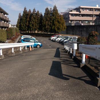 バルコニーから見えた駐車場もご利用いただけます。