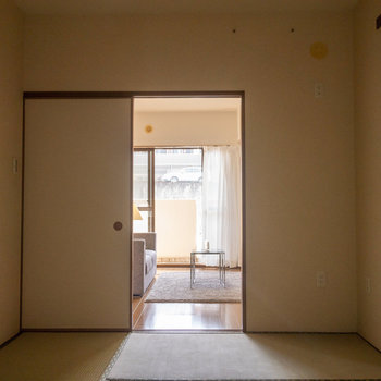 【和室】LDKからの光も享受することもできます。