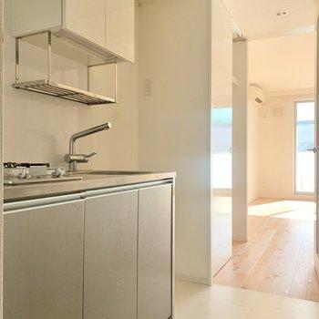 キッチンはステンレス製です
