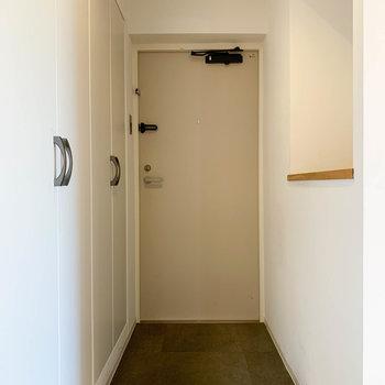 玄関へ。土足のスペースもゆとりがあります。