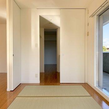 和室→ウォークスルークローゼット→洋室と繋がっています。