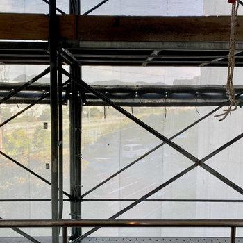 外装工事中で眺望が伝えられず、、、しっかり開けてます。