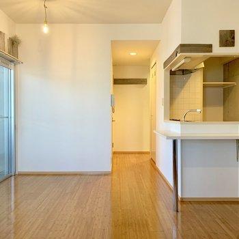 対面式キッチンだから動線の確保が容易◎ (※写真は外観工事中のものです)