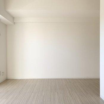 シンプルな単身向けのお部屋ですが、
