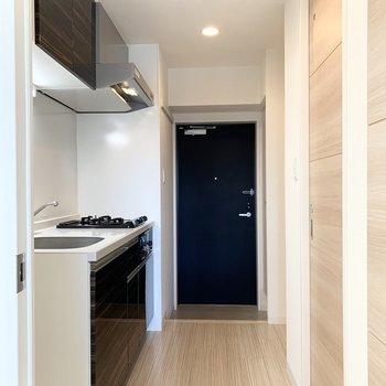 キッチンはお部屋を出てすぐに。