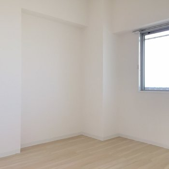 もう一つのお部屋は真っ白でした。